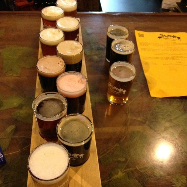 Das Foto wurde bei Strange Craft Beer Company von Vegas U. am 2/6/2013 aufgenommen