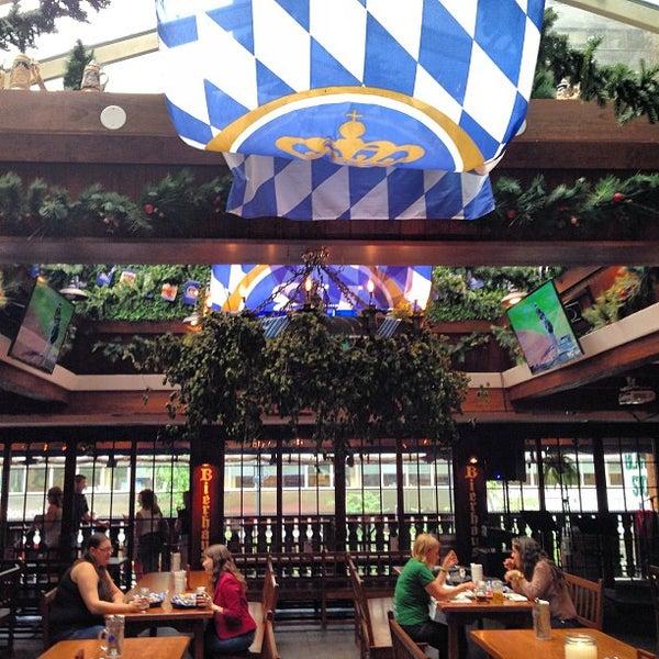Снимок сделан в Hofbräu Bierhaus NYC пользователем In NYC 8/23/2013