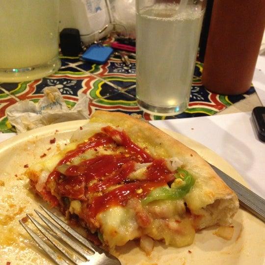 Снимок сделан в Mama's Pizza пользователем Ro A. 11/11/2012