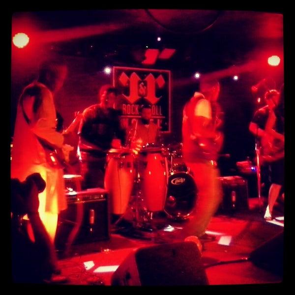 Foto tomada en Rock & Roll Hotel por Aaron el 7/14/2013