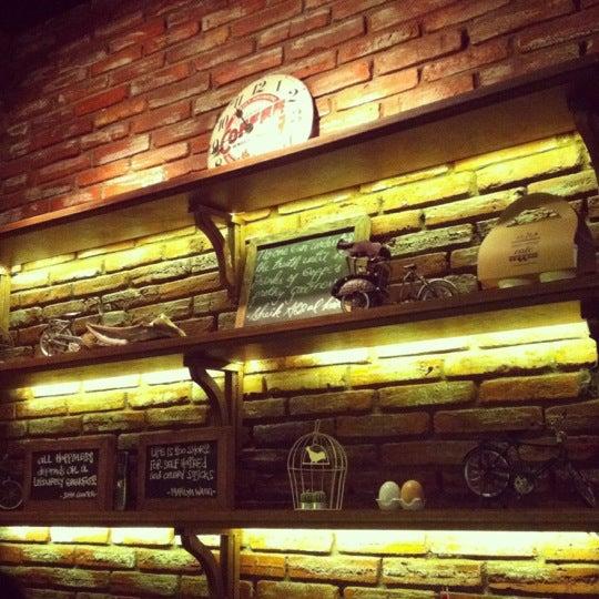 Das Foto wurde bei The People's Cafe von Maya P. am 12/7/2012 aufgenommen