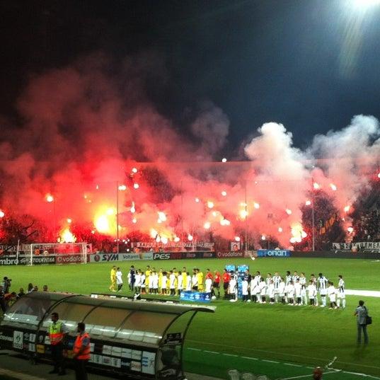 รูปภาพถ่ายที่ Toumba Stadium โดย Christos A. เมื่อ 9/30/2012