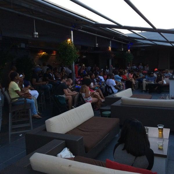 Снимок сделан в Solas Lounge & Rooftop Bar пользователем Marceau W. 7/31/2014