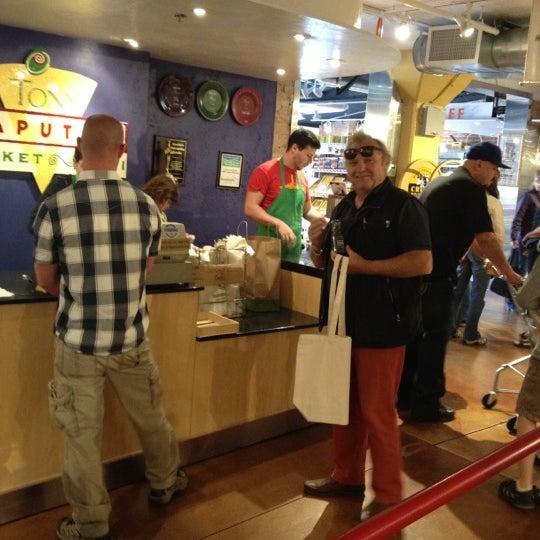 10/6/2012에 Susen S.님이 Tony Caputo's Market & Deli에서 찍은 사진