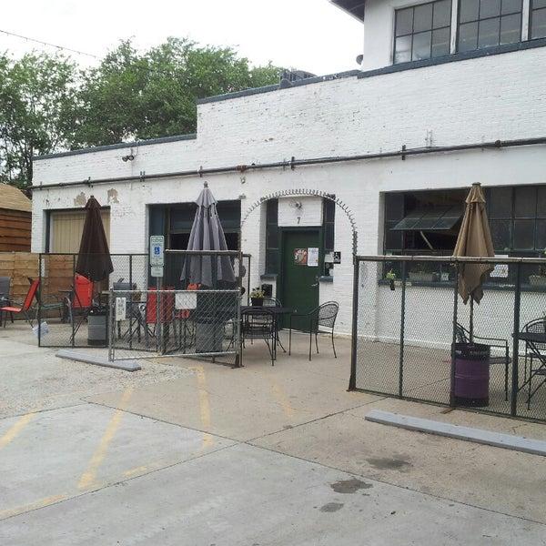 รูปภาพถ่ายที่ Mother Road Brewing Company โดย Joyce T. เมื่อ 7/26/2013