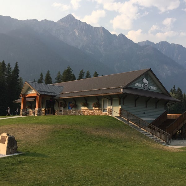 British Columbia Visitor Centre @ Mt Robson - Tourist