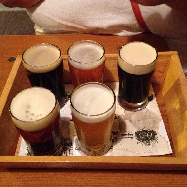 Foto tirada no(a) SingleCut Beersmiths por Little I. em 7/21/2013