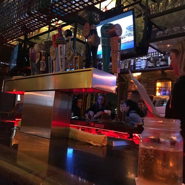 Foto tirada no(a) Kim Marie's Eat n Drink Away por Sean L. em 6/21/2018