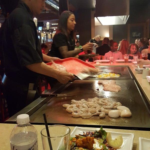 6/17/2017 tarihinde Landon E.ziyaretçi tarafından Desaki Japanese Restaurant'de çekilen fotoğraf