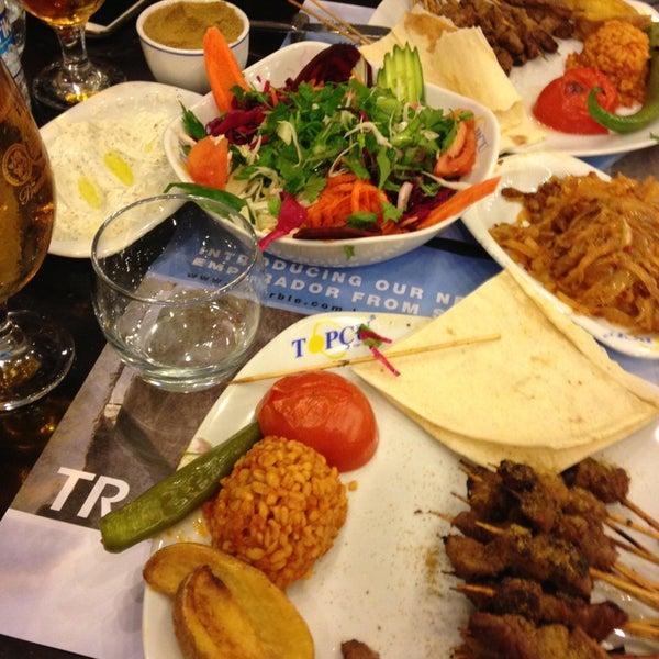 Foto tirada no(a) Topçu Restaurant por Sercan Ü. em 3/29/2013