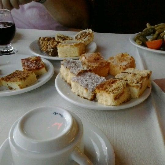 Foto tirada no(a) Coelho Café Colonial por Grazi B. em 11/19/2012