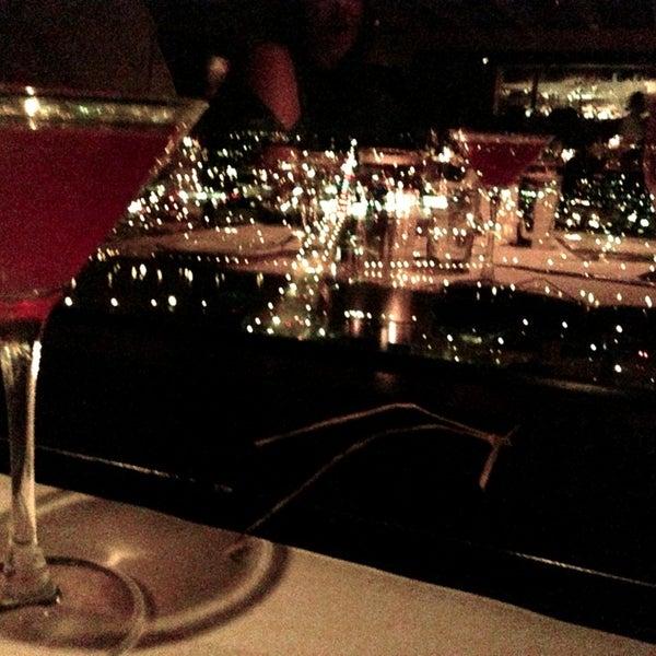Foto tomada en Portland City Grill por Monty el 3/10/2013