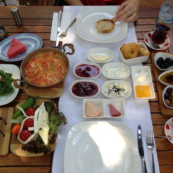7/24/2013にSelin Ö.がLimoon Café & Restaurantで撮った写真