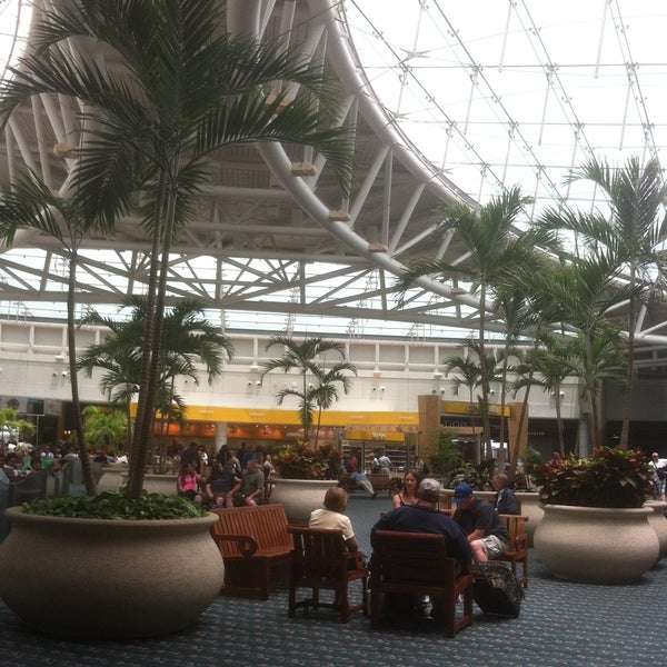 Foto tirada no(a) Aeroporto Internacional de Orlando (MCO) por Amy C. em 5/20/2013