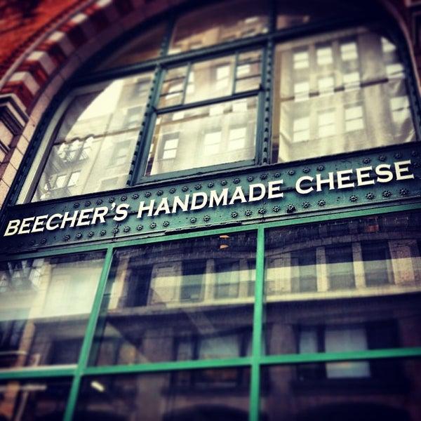 Foto tomada en Beecher's Handmade Cheese por Michael A. el 3/21/2013