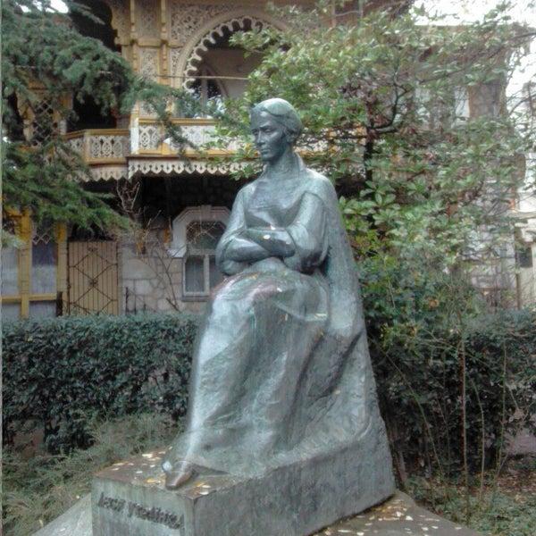 памятники леси украинки в грузии фото фото нужно