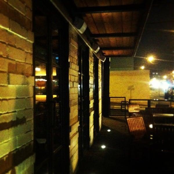 รูปภาพถ่ายที่ Ecco Midtown โดย Tyler L. เมื่อ 1/18/2013