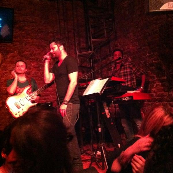 Foto diambil di Mask Live Music Club oleh Meliha E. pada 2/3/2013