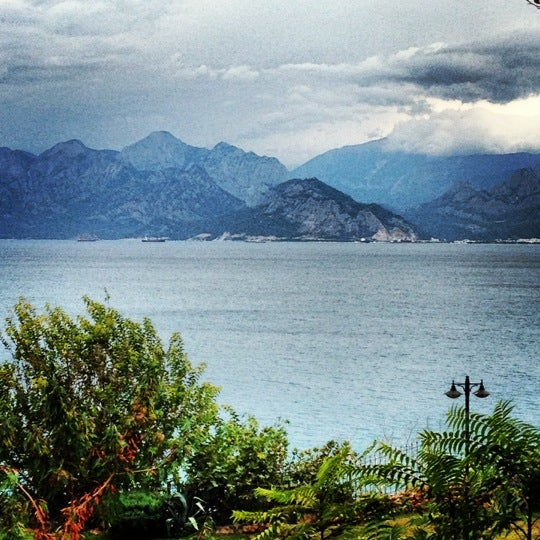 Photo prise au Tapas Cafe Bistro par Simge G. le11/10/2012