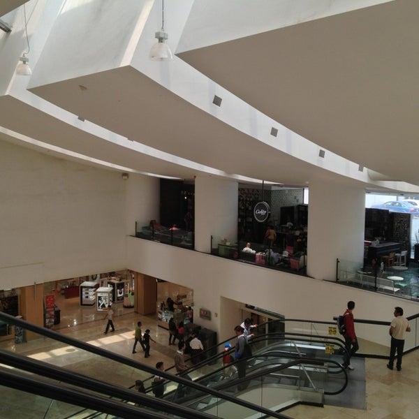 Снимок сделан в Plaza Universidad пользователем Andre R. 7/16/2013