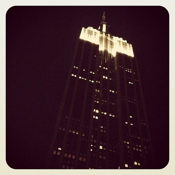 Foto diambil di VU Bar NYC oleh Leonardo S. pada 10/14/2012