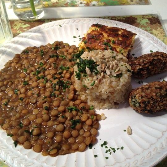Foto diambil di Café Ambrosio oleh Laura O. pada 9/22/2012