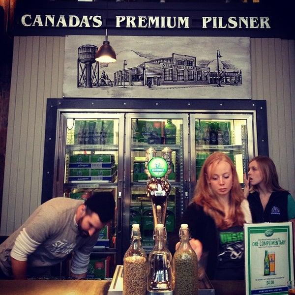 12/2/2012 tarihinde Cat B.ziyaretçi tarafından Steam Whistle Brewing'de çekilen fotoğraf