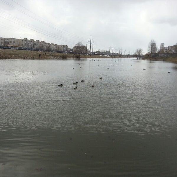รูปภาพถ่ายที่ Троєщинський канал โดย Владимир К. เมื่อ 3/17/2013
