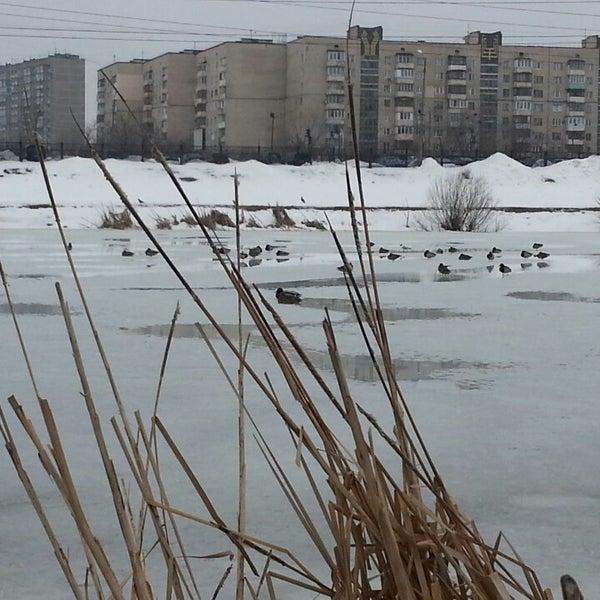 รูปภาพถ่ายที่ Троєщинський канал โดย Владимир К. เมื่อ 3/31/2013