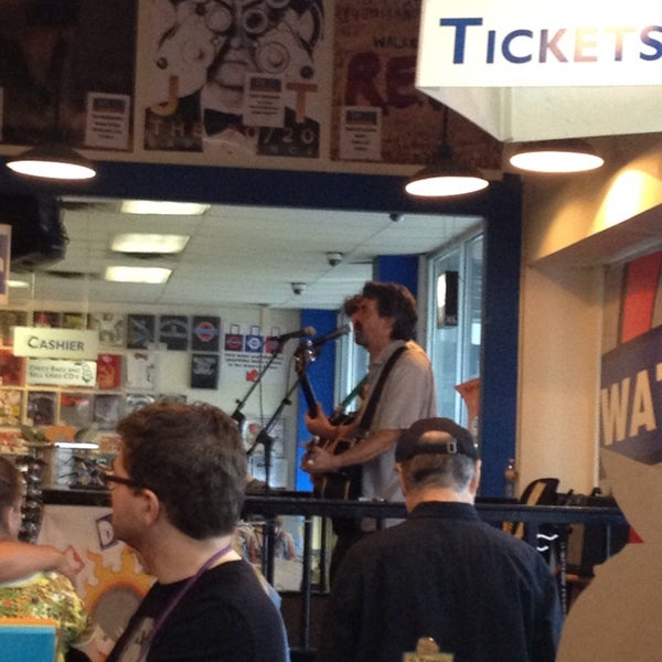 6/18/2013에 Matt G.님이 Waterloo Records에서 찍은 사진