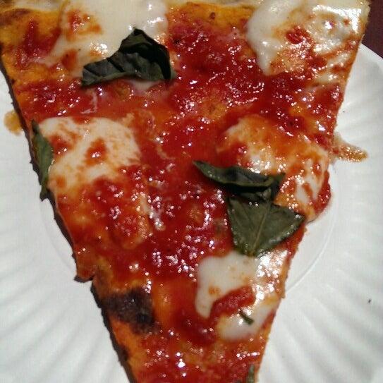 Foto scattata a Joe's Pizza da Ingrid il 8/21/2013