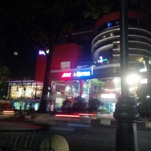 Retail Furniture Bandung: Shopping Mall In Bandung