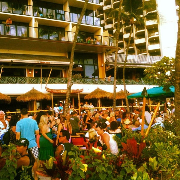 Foto tomada en Duke's Waikiki por Kimo el 5/27/2013