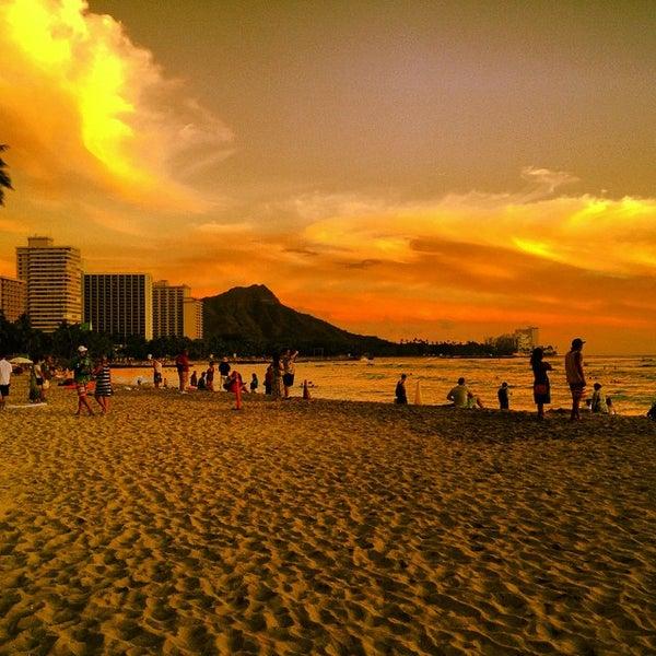Foto tomada en Duke's Waikiki por Kimo el 10/4/2014
