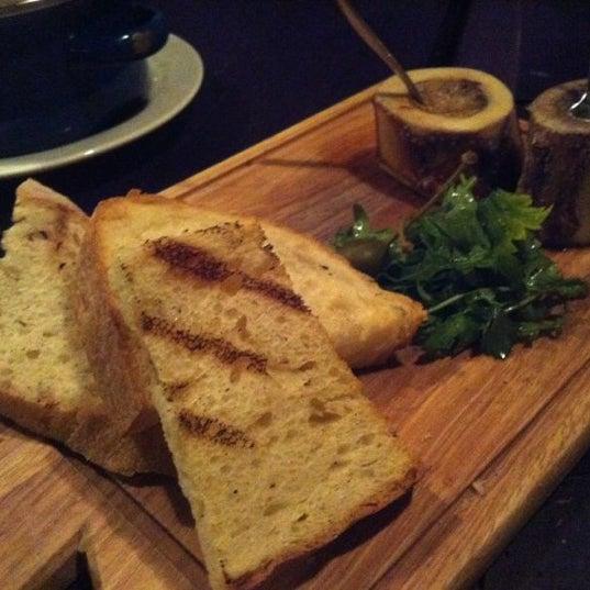Das Foto wurde bei Blue - Butcher & Meat Specialist von Karen Leung am 10/23/2012 aufgenommen