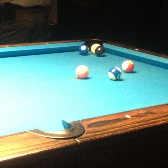 Foto tomada en Society Billiards + Bar por Caitlin F. el 10/11/2012