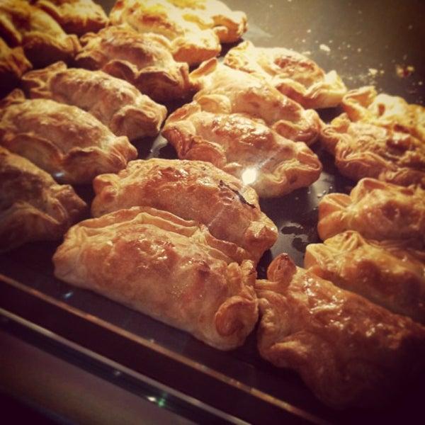 Foto scattata a Argentina Bakery da Mia S. il 1/23/2013