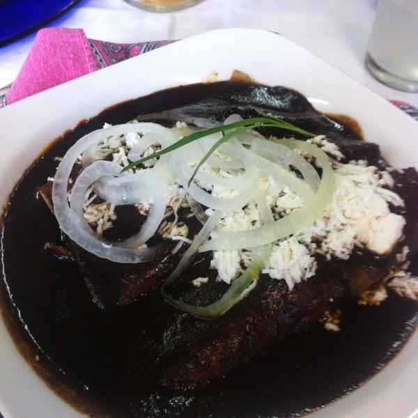Das Foto wurde bei Restaurante Nicos von Cins T. am 6/13/2013 aufgenommen