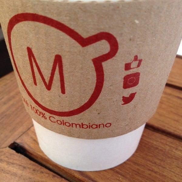 Foto tirada no(a) Momentto Café 100% Colombiano por Ivizon G. em 9/28/2013