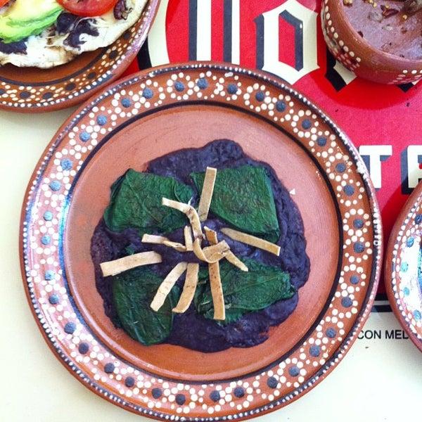 Foto scattata a Las Tlayudas - Comida Casual Oaxaqueña da ingrid l. il 1/3/2013