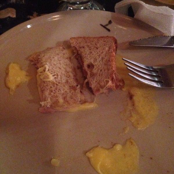 Ужасное место. Индийская кухня представлена всего несколькими блюдами, и даже их нет в наличии. Не оказалось больше половины меню. А принесенный бутер стыдно называть сэндвичем.