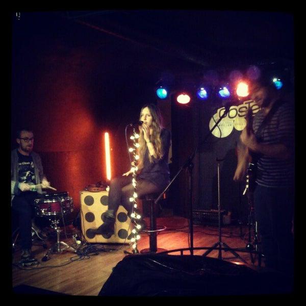 รูปภาพถ่ายที่ Costello Club โดย Andrés C. เมื่อ 12/11/2012