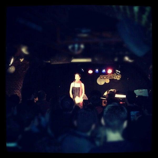 รูปภาพถ่ายที่ Costello Club โดย Andrés C. เมื่อ 11/27/2012