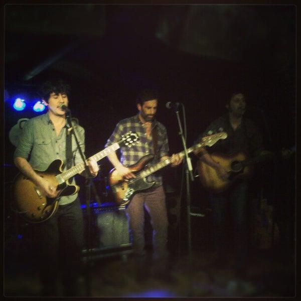 รูปภาพถ่ายที่ Costello Club โดย Andrés C. เมื่อ 1/26/2013