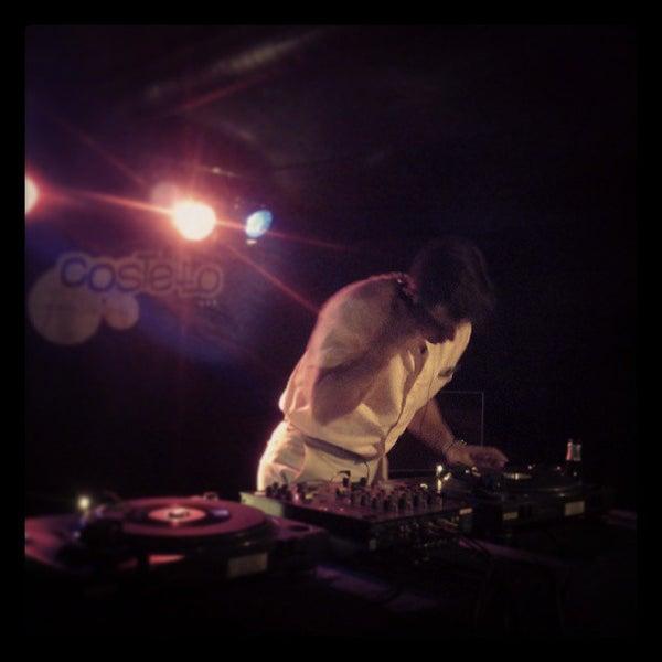 รูปภาพถ่ายที่ Costello Club โดย Andrés C. เมื่อ 7/25/2013
