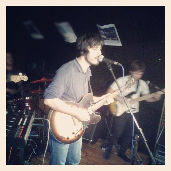 รูปภาพถ่ายที่ Costello Club โดย Andrés C. เมื่อ 11/23/2012