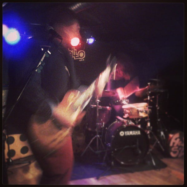 รูปภาพถ่ายที่ Costello Club โดย Andrés C. เมื่อ 9/15/2013