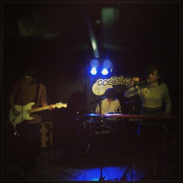 รูปภาพถ่ายที่ Costello Club โดย Andrés C. เมื่อ 1/10/2013