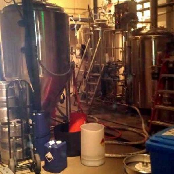 Foto scattata a Cellarmaker Brewing Company da Cy B. il 10/19/2013
