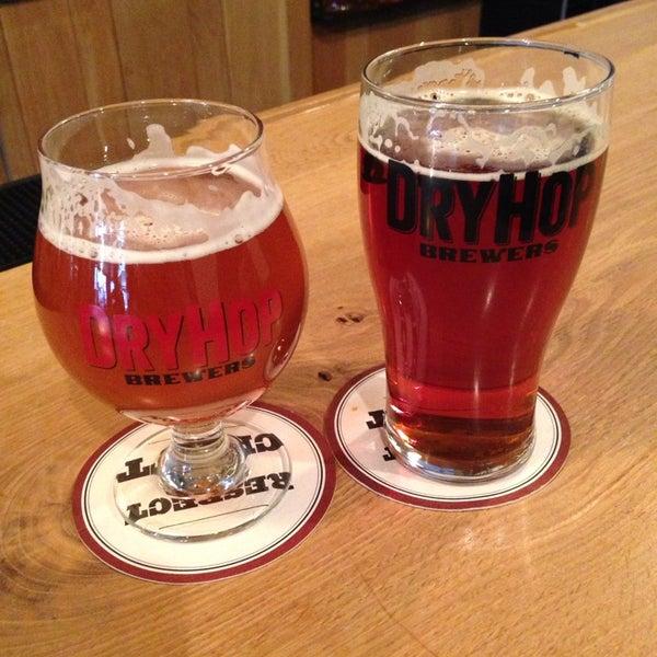 12/23/2013에 Amanda T.님이 DryHop Brewers에서 찍은 사진